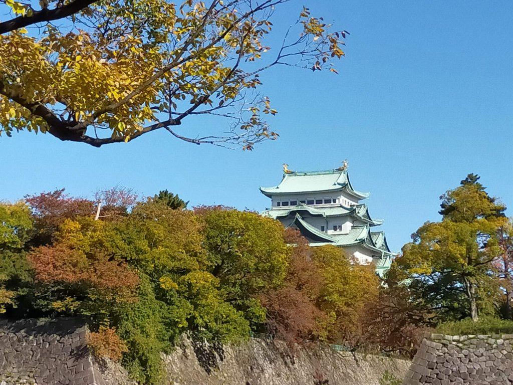 名城公園の紅葉と名古屋城
